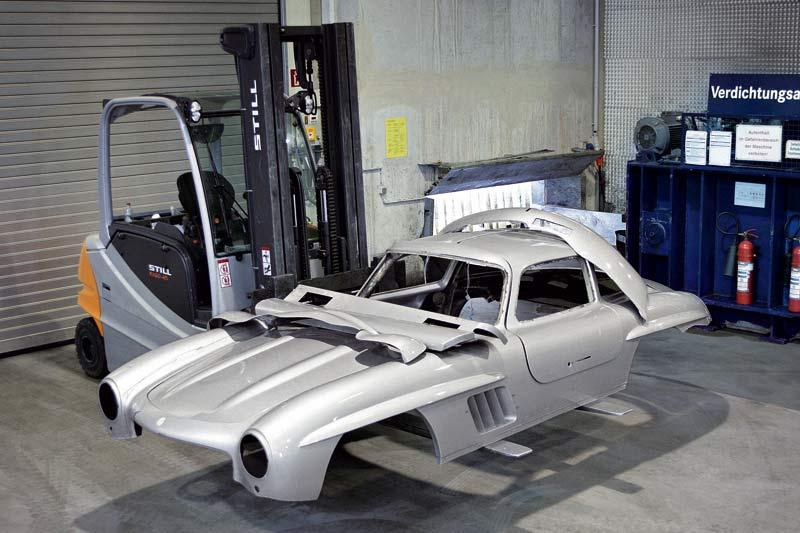 Mercedes-Benz zerstört nachgebaute Karosserie eines Mercedes-Benz 300 SL