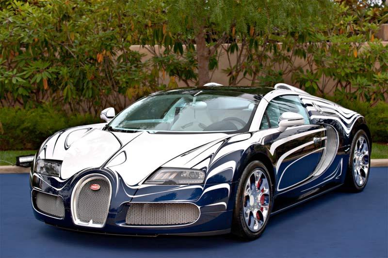 """Bugatti-Ausstellung """"Bugatti – Art & Perfection"""" im Automobil Forum unter den Linden in Berlin"""