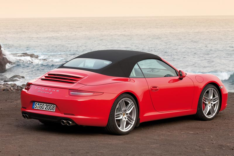 Das neue 911 Carrera Cabriolet mit innovativem Dachkonzept startet zur Open-Air-Saison 2012