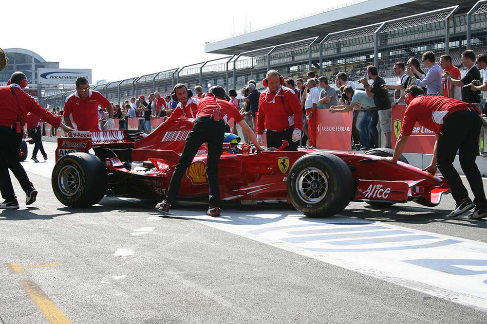 Ferrari corse clienti exklusives rennprogramm f r for Garage mercedes corse