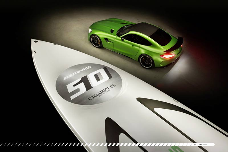Marauder AMG Cigarette Racing Speedboat und der AMG GT-R