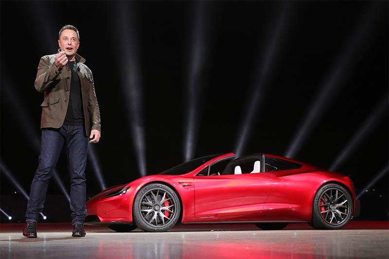 Tesla Roadster mit Elon Musk