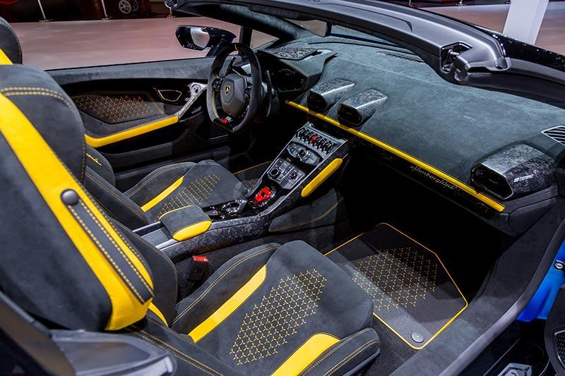 Der Innenraum des Huracan Performante Spyder