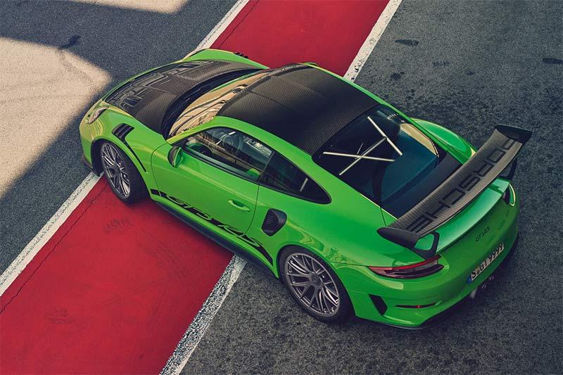 Blick von oben auf den Porsche 911 GT3 RS mit Weissach Paket