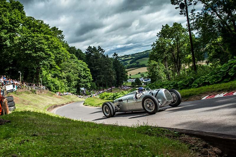 Selbst in Richtung Großglockner sind die Motorsport-Oldtimer unterwegs