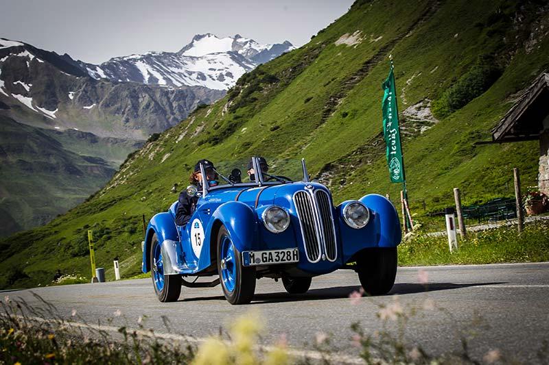 Eine Überquerung der Alpen im legendären BMW 328 Roadster