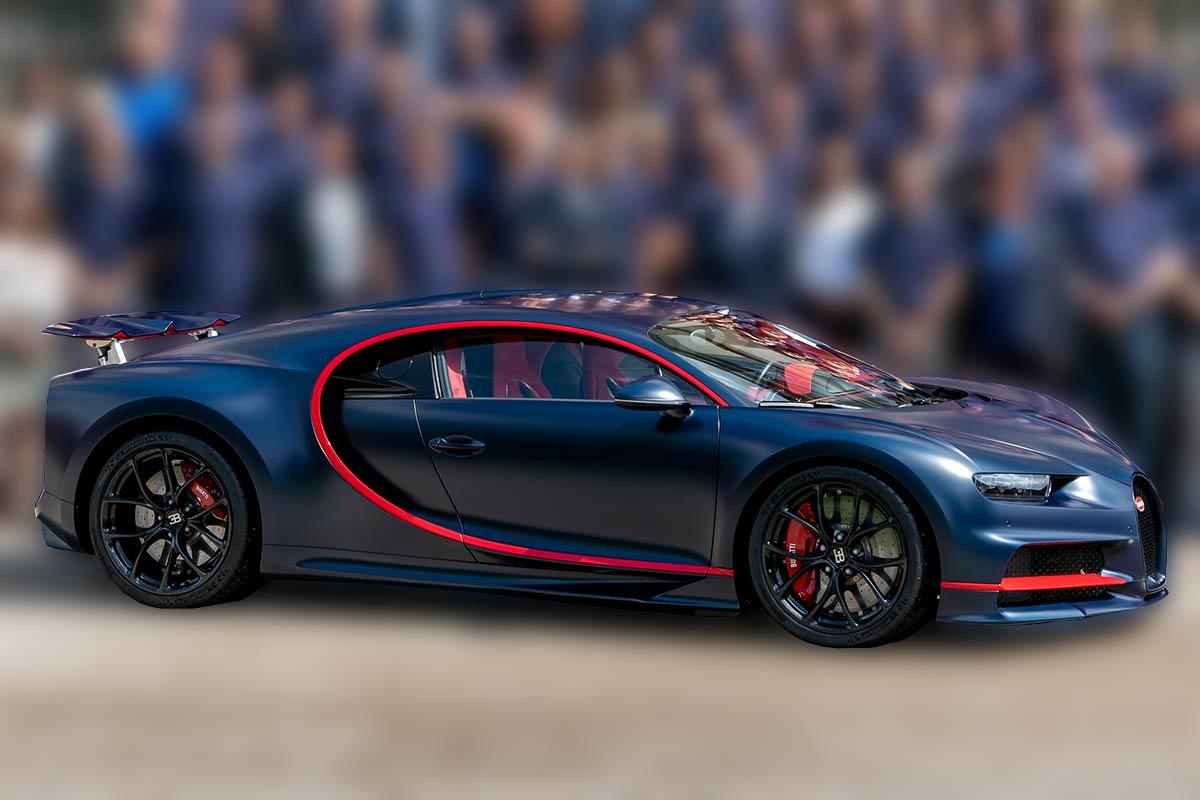 Der 100. Bugatti Chiron vor dem Château St. Jean in Molsheim