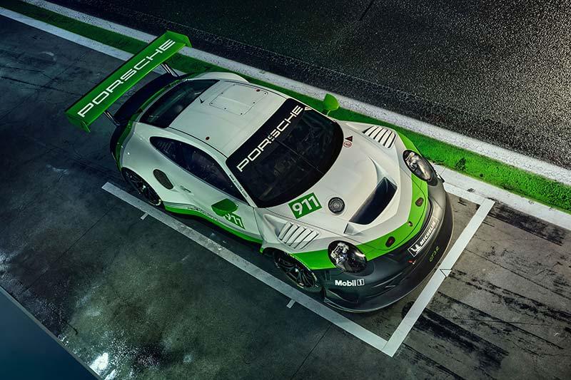 Die Leichtbaukarosserie des 911 GT3 RS diente als Basis für die R-Version