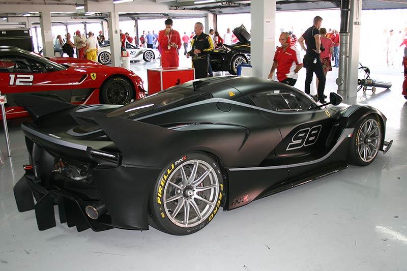 Der Ferrari FXX-K in einer der Boxen des Hockenheimrings