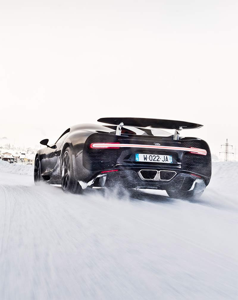 Bugatti Chiron beimnSchnee driften