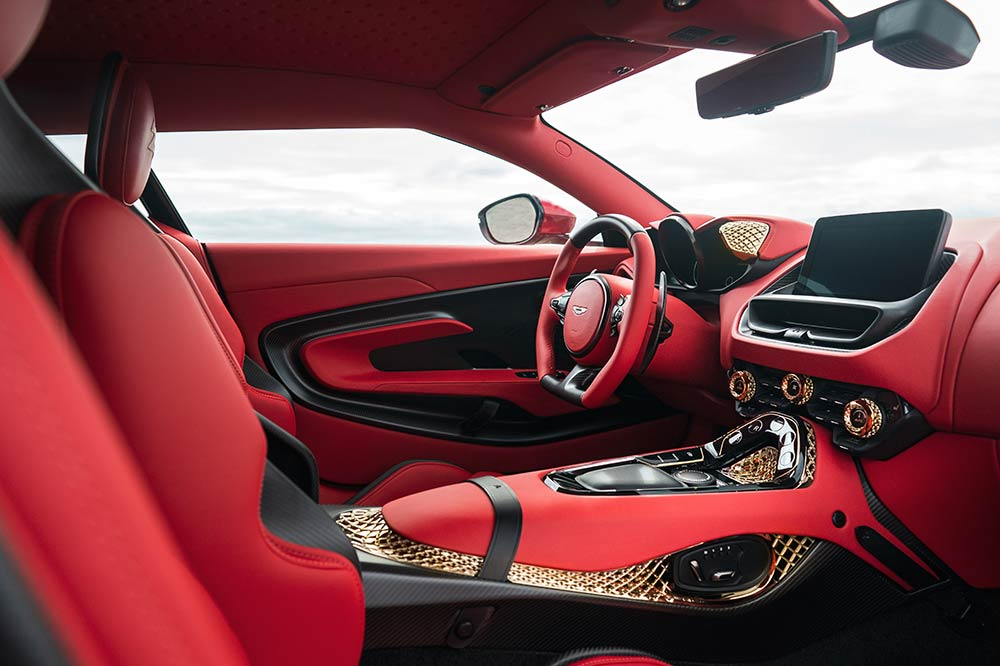 Viel Gold im Interieur des Aston Martin DBS GT