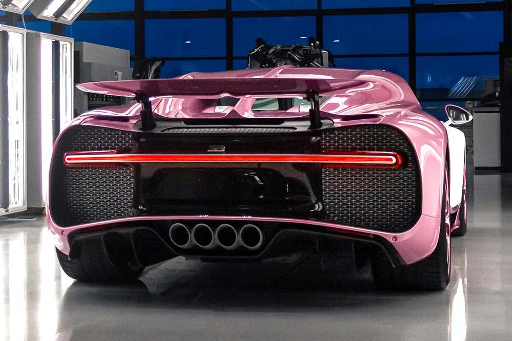 Der Bugatti Chiron Sports Alice in weiß und rose