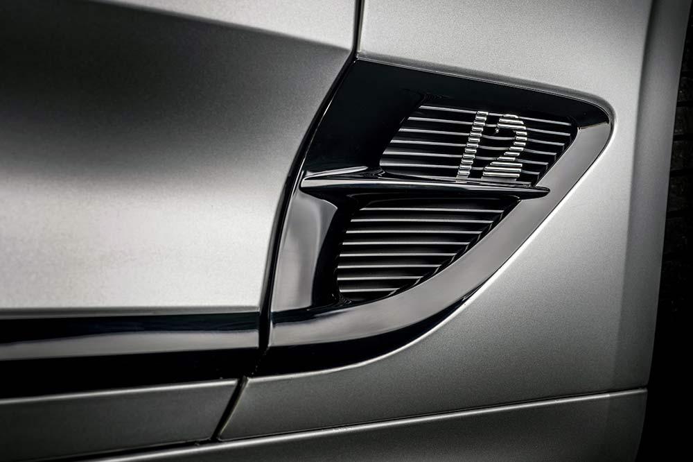 Die Details zeigen die Zylinderzahl des Motors