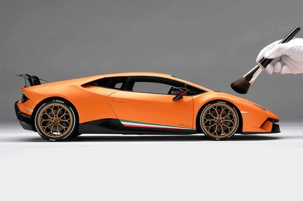 Ein Lamborghini Huracan Performante im Maßstab 1:8 für die Vitrine