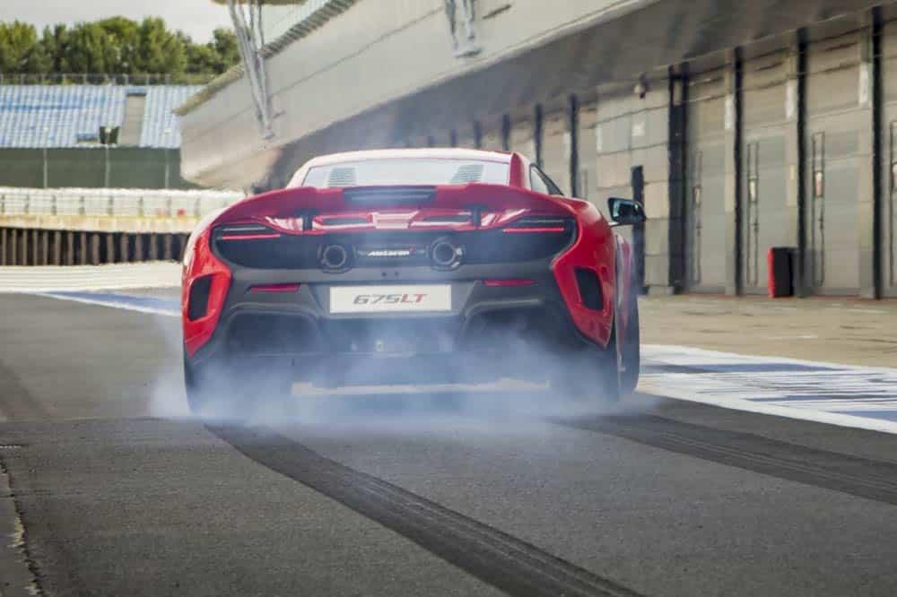Mit 675 PS im Heck beschleunigt der McLaren 675 LT in 2,9 s auf Tempo 100