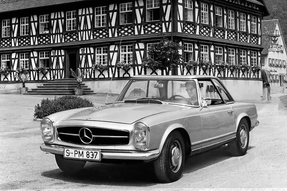 """Mercedes-Benz 230 SL """"Pagode"""" (W 113, Produktionszeitraum 1963 bis 1971)."""