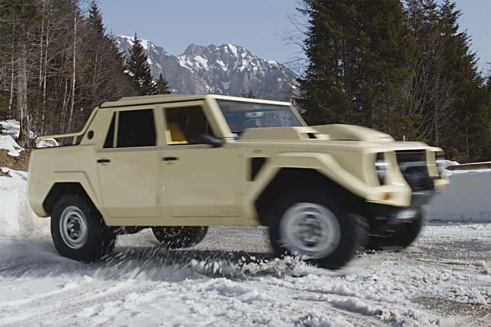 Lamborghini LM002 im Schnee