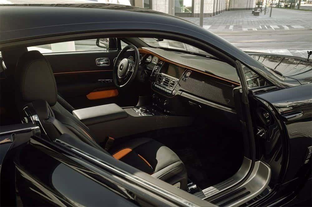 Blick ins Interieur des veredelten Rolls-Royce Black Badge Wraith